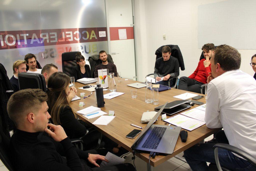 NAJEM MESTA V COWORKINGU ABC HUB Coworking v Ljubljani sejna soba